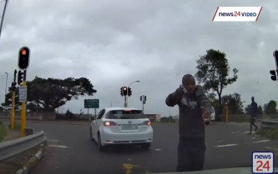 WATCH | Quick-thinking Durban driver narrowly escapes hijacking